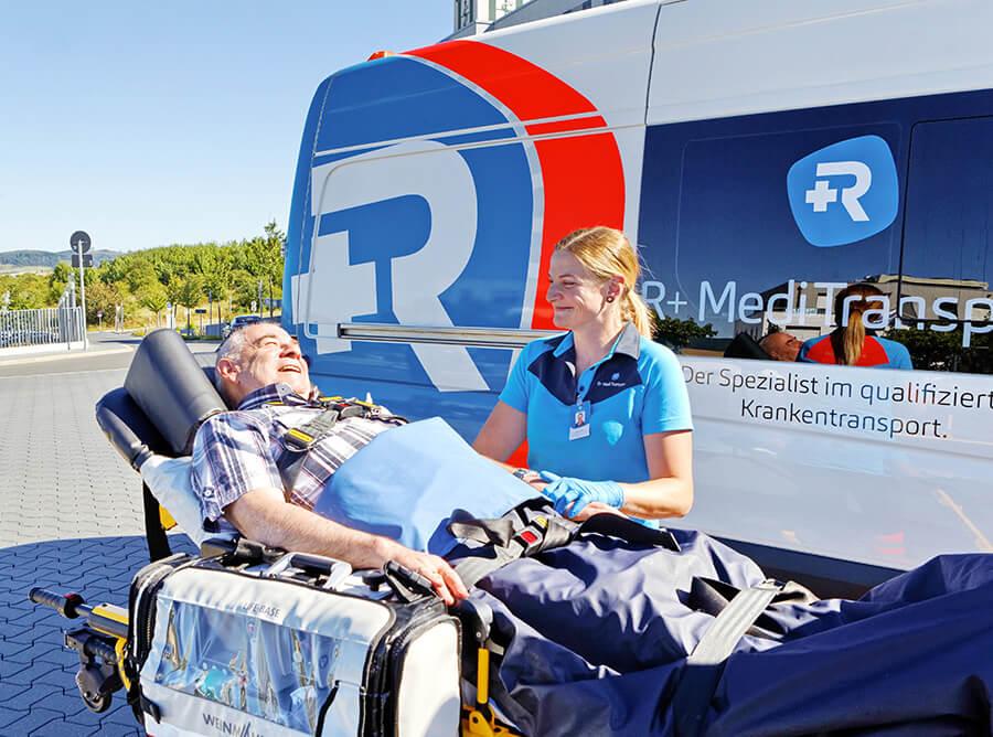 rplus-meditransport-Spezialist-krankentransport-Dialysefahrt-Arztfahrt-liegendtransport-tragestuhltransport